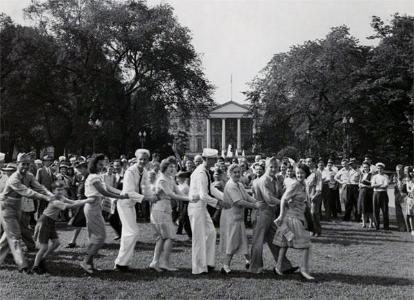An impromptu crowd dances on the White House lawn on V-J Day. (Library of Congress)