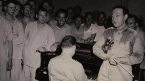 Heifetz at a performance for GIs